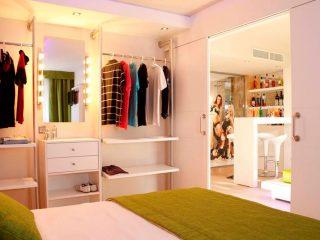 Lively Mallorca Hotel Room closet