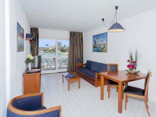 Roc Portonova Apartment living room