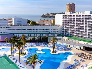 Samos Hotel Magaluf building and pool
