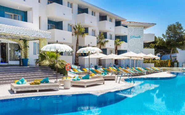 Sotavento Club Apartments main pool bali beds Magaluf Palmanova